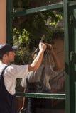 Limpieza de ventana Imágenes de archivo libres de regalías