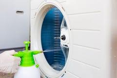 Limpieza del acondicionador de aire imagen de archivo