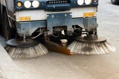 Limpieza del barrendero de calle Fotos de archivo