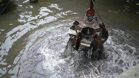Limpieza del canal en Amsterdam metrajes