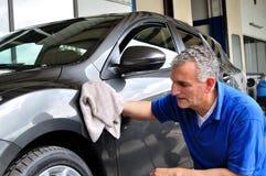 Limpieza del coche. imagen de archivo