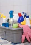 Limpieza del cuarto de baño Fotos de archivo libres de regalías
