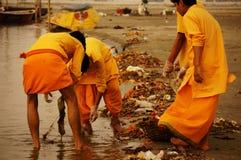 Limpieza en el Ganga Foto de archivo libre de regalías