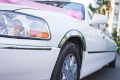 Limusina do branco do casamento Foto de Stock Royalty Free