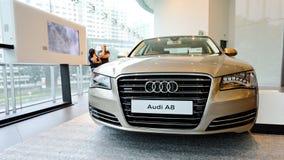 Limusina luxuosa de Audi A8 no indicador no centro Singapore de Audi Imagem de Stock