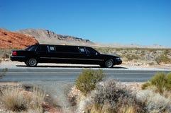 Limusina negra del desierto Fotos de archivo libres de regalías