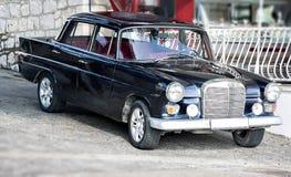 Limusina retra del coche del vintage del Oldtimer en la calle Imagen de archivo