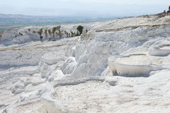Limy каскады пропускать вниз с воды в Турции. стоковое фото rf