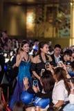 Lin Peng y Mika Wang en Dragon Blade Premiere Imagenes de archivo