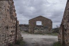 Linares, SPANJE - maart 3, 2018: Mijnbouwbenutting dichtbij Linares Stock Fotografie