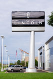 Lincoln Automobile Dealership Royaltyfri Bild