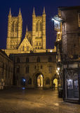 Lincoln Cathedral in Lincoln. A view of the magnificent Lincoln Cathedral with Exchequer Gate and the Magna Carta public house in the foreground, in Lincoln, UK Stock Photo