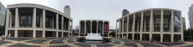 LINCOLN CENTER EXTERIOR PANORÁMICO PARA LAS ARTES INTERPRETATIVAS NYC imagen de archivo libre de regalías