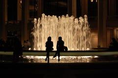 lincoln för center stadsspringbrunn nya silhouettes york royaltyfria bilder