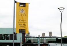 Lincoln Förenade kungariket - 07/21/2018: Ett baner för Universien royaltyfri foto