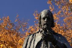 Lincoln, il Regno Unito, il 6 novembre, Tennyson Memorial e statua nei motivi di Lincoln Cathedral fotografia stock libera da diritti