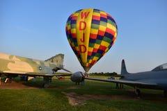 Lincoln, Illinois - USA - 25. August 2017: Luft-Ballone, die beginnen zu fliegen Lizenzfreie Stockfotografie
