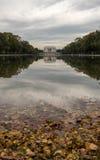 Lincoln Memorial in de het Nadenken Pool met Autumn Leaves Stock Afbeeldingen