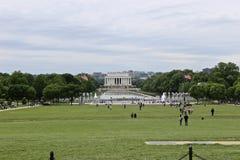 Lincoln Memorial och reflexionen slår samman, sikten från Washington Memorial, USA Royaltyfri Bild