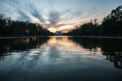 Lincoln Memorial Reflection no lago nacional mall no por do sol imagem de stock royalty free