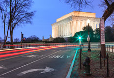 Lincoln Memorial, traînées de lumière, Washington DC Photographie stock libre de droits
