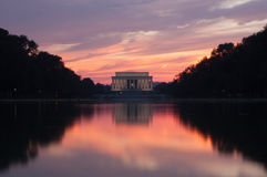 Lincoln minnesmärke på solnedgången arkivbild