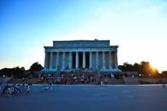 Lincoln monument under solnedgång Royaltyfri Bild