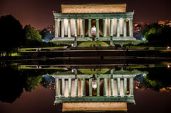 Lincoln Pamiątkowy noc widok z target1127_0_ basenu Fotografia Royalty Free