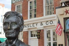 Lincoln Statue och Lincoln Law Offices, Springfield, IL Royaltyfri Fotografi