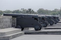 Lind dei canoni sulla fortificazione Fotografia Stock Libera da Diritti