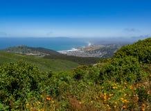 Linda Mar, Pacifica, Vreedzame Oceaan, zet Tamalpais op zoals zien van stock afbeelding
