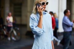 Linda Tol tijdens Milan Fashion Week Stock Fotografie