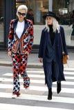 Linda tol vinter 2015 2016 för höst för streetstyle för Milano, milan modevecka Royaltyfria Foton