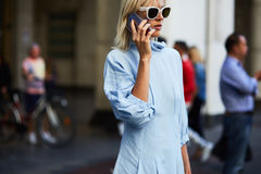 Linda Tol während Milan Fashion Weeks Stockfotografie