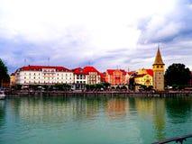 Lindau на взгляде Bodensee от озера на городке habor с башней, Германией стоковое изображение