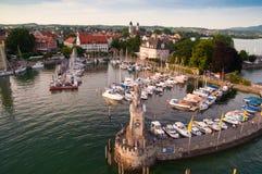 Lindau durch den See von Bodensee Lizenzfreie Stockbilder