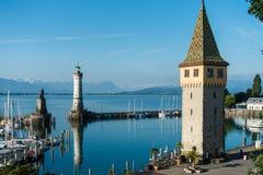 LINDAU Tyskland - Maj 21, 2018: Scenisk sikt av Lindau port på Bodensee royaltyfria foton