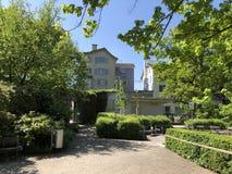 Lindenhof - geschiedenis-Getrokken oase in het hart van de stad van Zürich royalty-vrije stock afbeeldingen