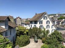 Lindenhof - geschiedenis-Getrokken oase in het hart van de stad van Zürich stock afbeelding