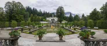Linderhof宫殿的庭院 免版税图库摄影