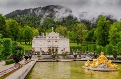 Linderhof-Palast ist ein Schloss in Deutschland, im Südwestenbayern Lizenzfreie Stockfotografie
