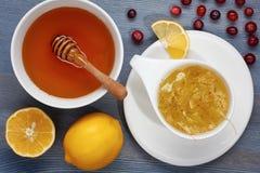 Lindethee met citroen, Amerikaanse veenbessen en honing Royalty-vrije Stock Afbeelding