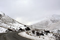 Lindis Pass snow covered mountains and ground. Road though mountains on lindis pass, new zealand Royalty Free Stock Image