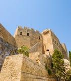 Lindos grodzkie kamienne ściany Fotografia Royalty Free