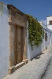 Lindosdeuren in Smalle Straat in Rhodes Island Stock Afbeeldingen
