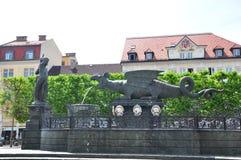 Lindwurmbrunnen (Lindworm fontanna) w Klagenfurt, Austria obraz stock