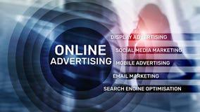 On-line διαφήμιση, ψηφιακό μάρκετινγκ Έννοια επιχειρήσεων και χρηματοδότησης στην εικονική οθόνη στοκ φωτογραφία με δικαίωμα ελεύθερης χρήσης