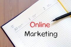 On-line εμπορικός γράψτε στο σημειωματάριο στοκ εικόνα