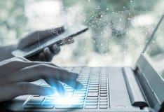 On-line να ψωνίσει και σε απευθείας σύνδεση έννοια τραπεζικών εργασιών και τραπεζικών εργασιών Διαδικτύου στοκ εικόνα με δικαίωμα ελεύθερης χρήσης