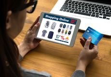 On-line ψωνίζοντας προσθέστε στο κάρρο που το σε απευθείας σύνδεση κατάστημα διαταγής αγοράζει την πώληση ψηφιακή Στοκ φωτογραφία με δικαίωμα ελεύθερης χρήσης